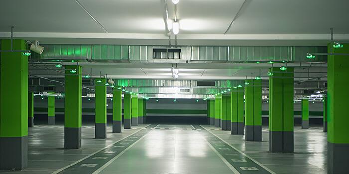 Slimme technologie in een parkeergarage
